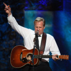 Jeff Daniels Performs Special Song – A Tribute To Jane Fonda